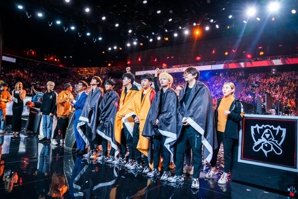 중국 FPX 롤드컵 우승