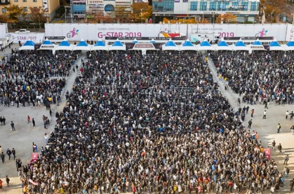 V4 vs 리니지2M 맞대결ㆍ지스타 우려 딛고 성황