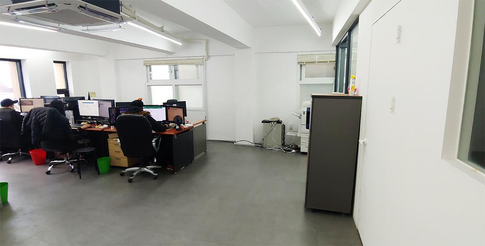 사무실 내부 모습입니다.