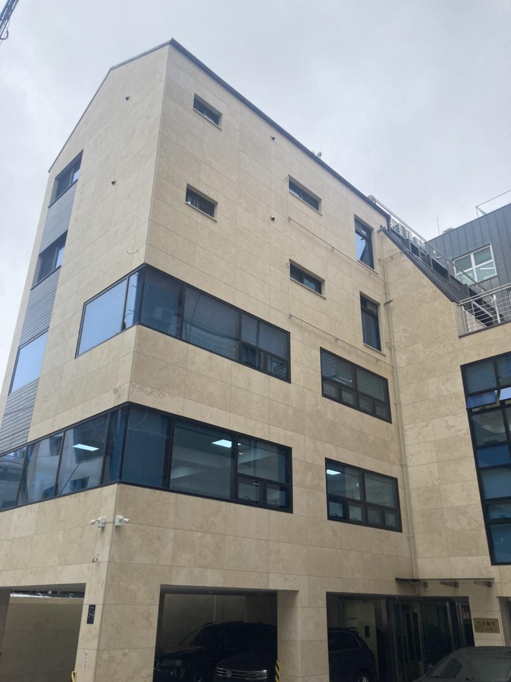 더퓨쳐컴퍼니 본사 건물입니다.